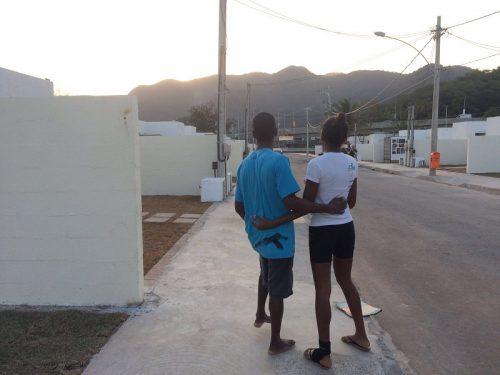 Evicted friends reunite in Vila Autodromo. (Pic: Andrea Florence)