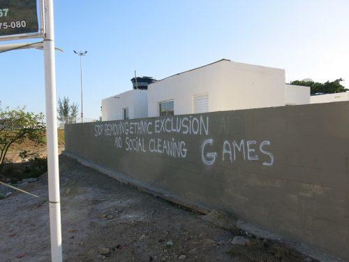 Graffiti on the walls outside Vila Autodromo (Pic: Beth McLoughlin)